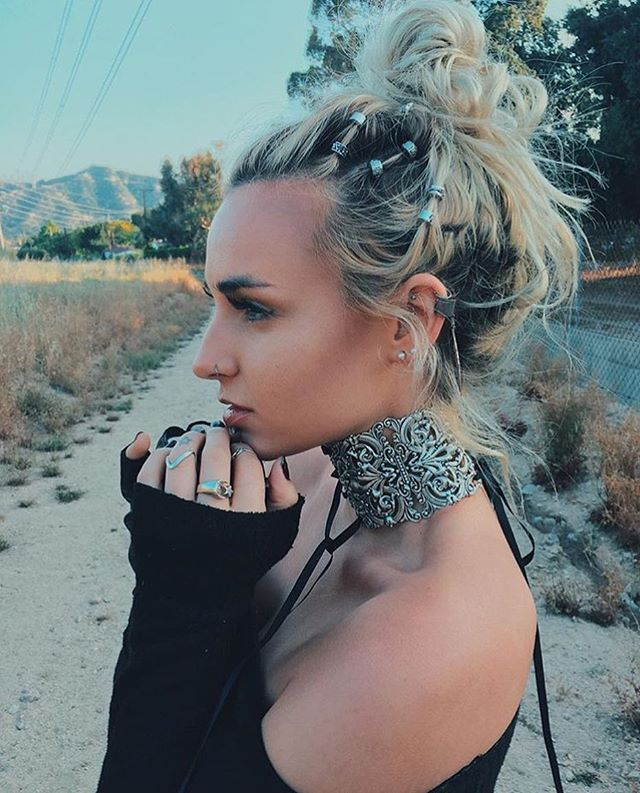 Summer is officially around the corner and we cannot wait for the best excuse to pile on the chokers & hair beads, festival styley! @jessica_carbo looking in the Regina Grand Baroque Corset Choker & Silver Hair Bead Clickers www.regalrose.co.uk