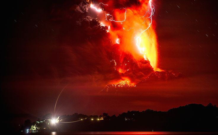 Nunca antes la erupción de un volcán se había visto así de espectacular