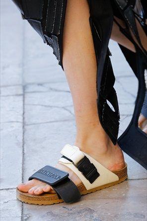 9ecda9d75b Sfilate di Parigi: le scarpe più belle   shoes sandals SS19   Scarpe ...