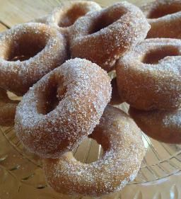 Glutenfria donuts bakade med bakpulver.  De blir fluffiga och lätt frasiga på ytan...mums! #glutenfritt# #mjölkfritt#