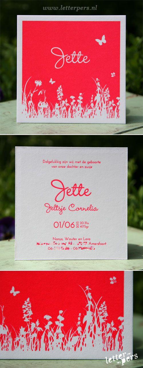 letterpers_letterpress_geboortekaartje_Jette_roze_fluor_neon_bloemen_grijskarton