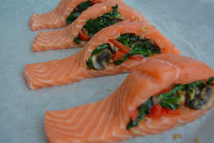 Fylte laks med spinat, sopp og paprika I Stuffed salmon with spinach, mushroom and pepper