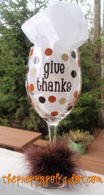 Thanksgiving wine glasses! This makes me want to drink wine all day long its so cute!