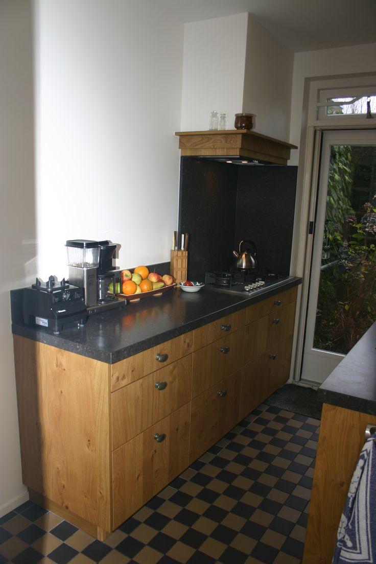 Stijlvolle eiken keuken in kleine ruimte