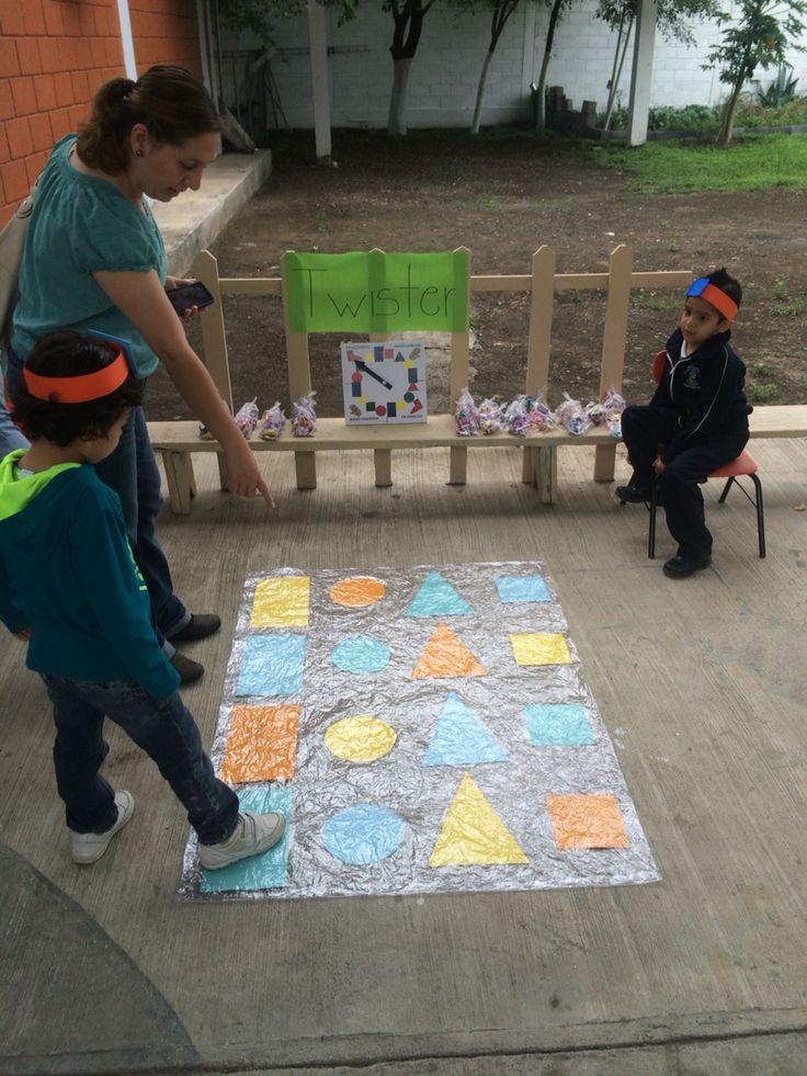 Twister de figuras geométricas! Feria matemáticas
