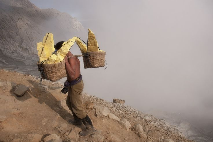 Ijen - Working the Inferno | Carl Ottersen