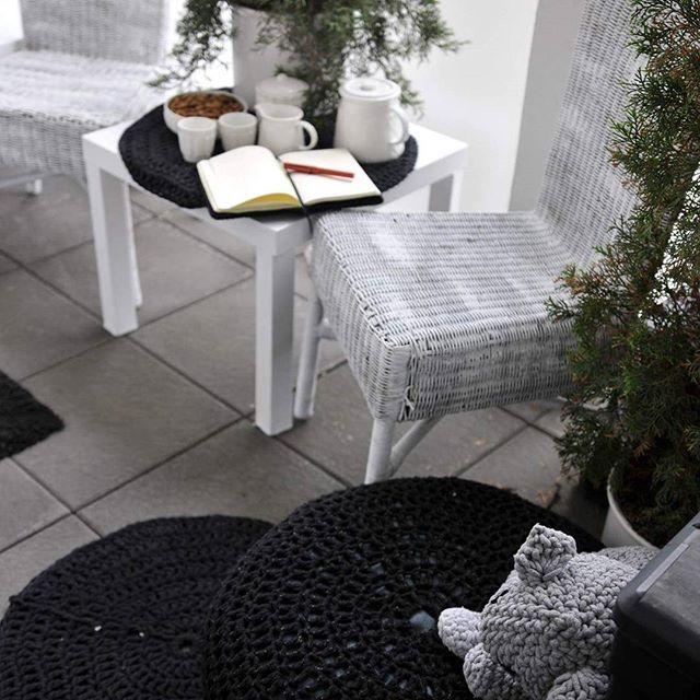 Warto było wczoraj malować krzesła balkonowe... Dziś już suche i z przyjemnością siadam do planowania tygodnia.  Miłej niedzieli kochani! Po więcej pisz pod oplotki@wp.pl lub wpadnij na oplotki.pl
