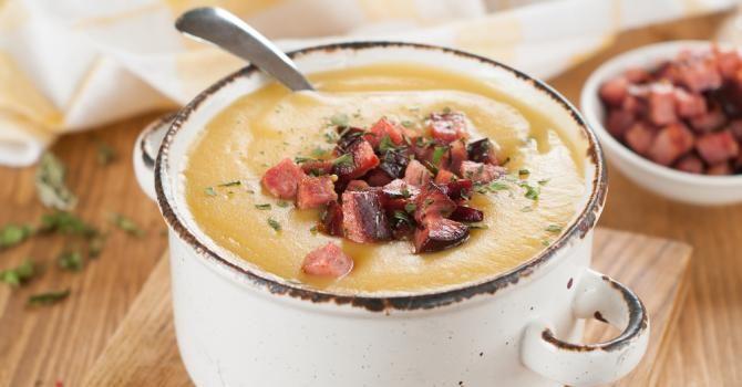 Recette de Soupe de chou-fleur au chorizo allégée au Thermomix©. Facile et rapide à réaliser, goûteuse et diététique.