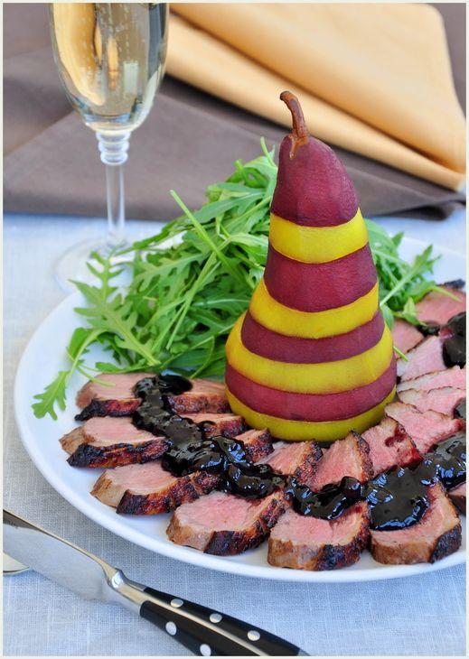 Утиное магрэ с пьяной грушей и бруснично-розмариновым соусом. пошаговый рецепт с фотографиями