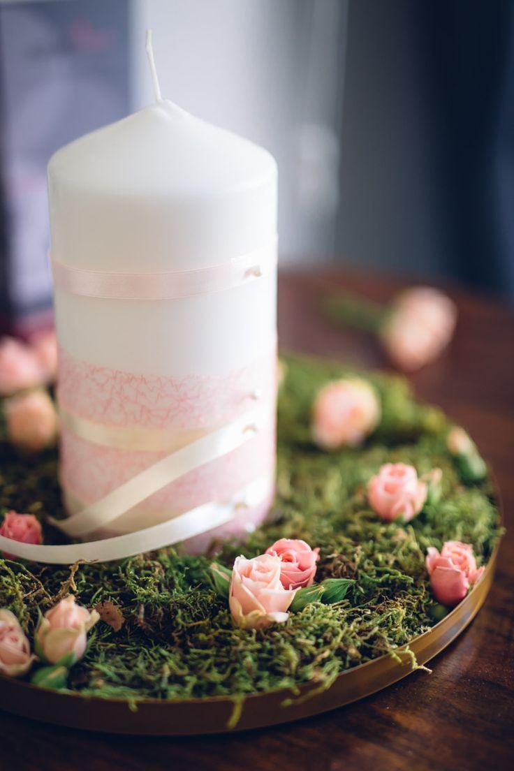 Könnyed rózsaszínek, krém és arany - ezekkel a színekkel készül egy 2017-es esküvői dekoráció épp