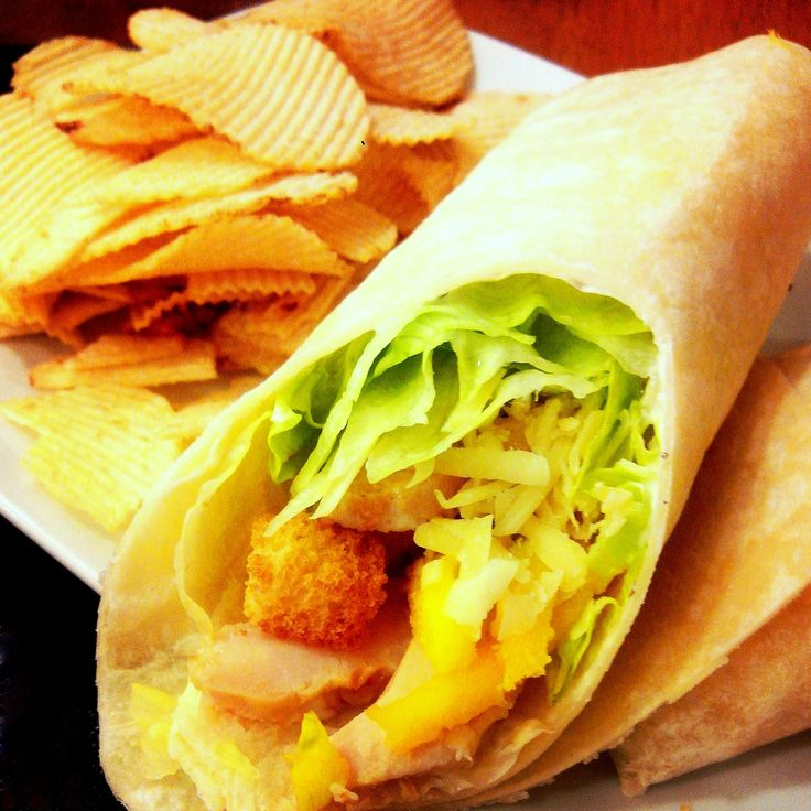 Eu amo saladas e adoro sanduíches. E muitas vezes transformo uma no outro, dependendo do clima e do humor — qualquer salada cabe bem dentro de duas fatias de pão e praticamente todos os reche…