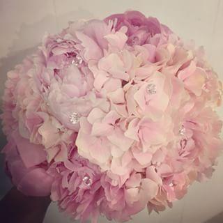 #brudebukett #brudbukett #peoner #hortensia #diamanter #bryllup #bröllop #wedding #flower #blomster #blommor #blomsterbutikk #blomsteraffär #floriss #florissålgård