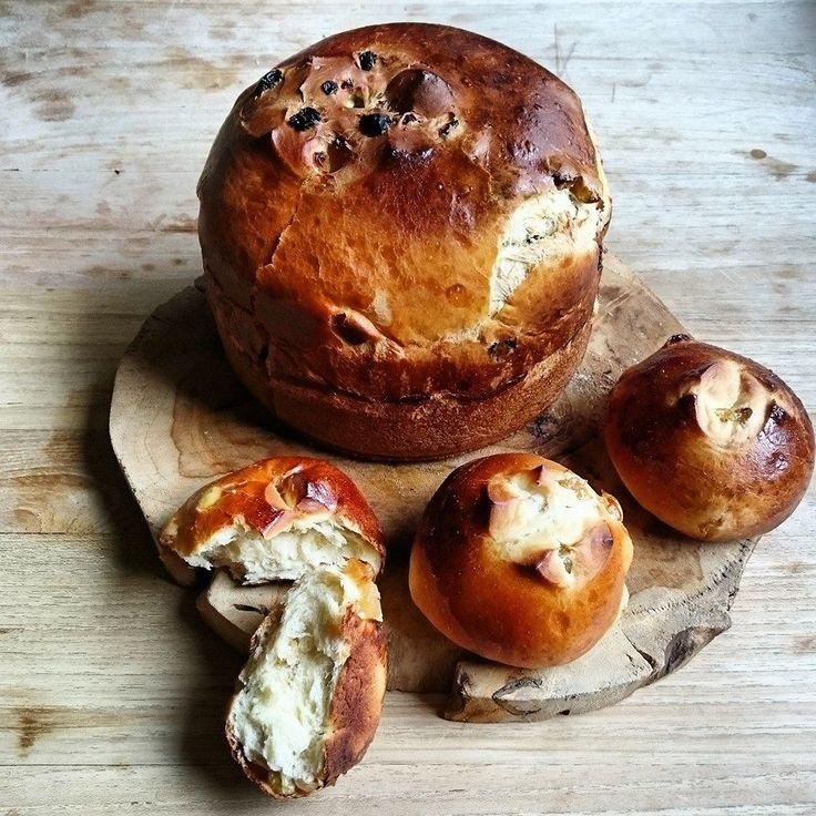 Foto Cathy Van de Moortele   Op zondagmorgen genieten van vers rozijnenbrood met echte boter, een tas koffie en goed gezelschap. Of missc...