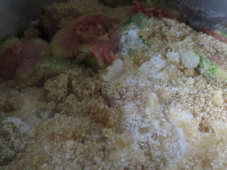 Fresh green figs marinating in sugar