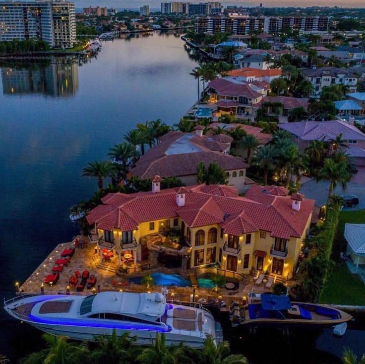 ✨@chadcarroll✨Unique Boca Raton Man Cave . Check out ✨@chadcarroll✨for the most exclusive real estate properties in the world