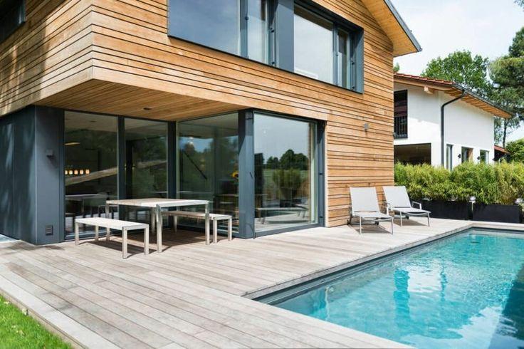 Holz Fußboden in grauer Farbe für Terrasse und Poolbereich