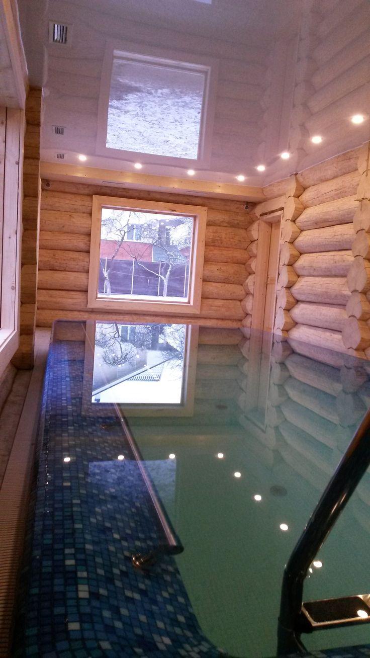 Бассейн с каскадным переливом в русской бане.
