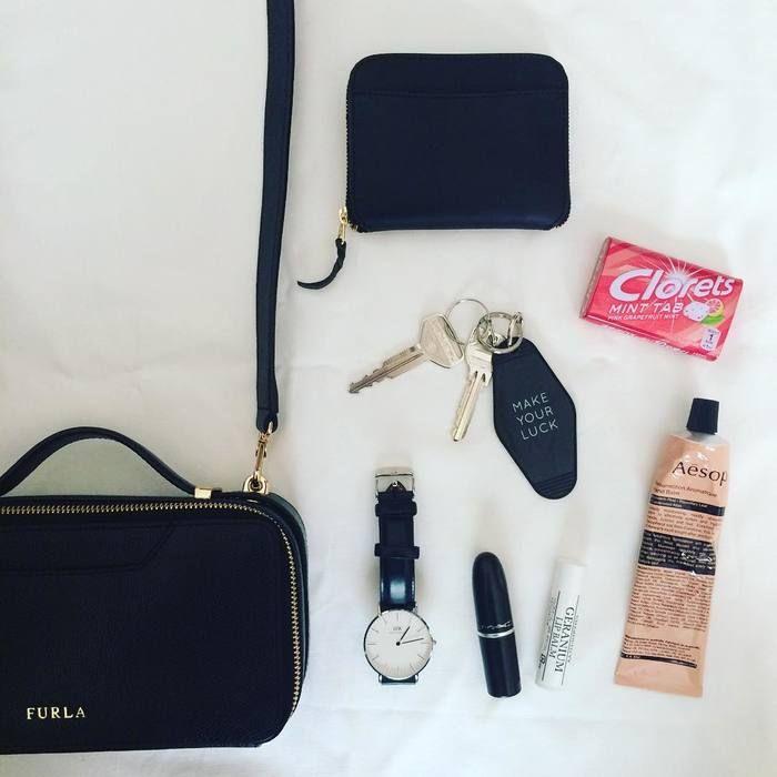 d2527de558d4 Instagramで「#かばんの中身」を検索!みんなの持ち物見せて♪ in 2019 ...