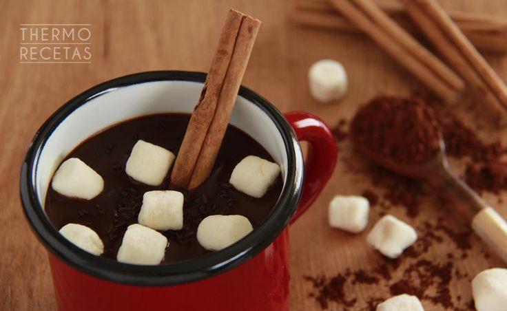 ¿Buscas una bebida especial para acompañar unos dulces típicos? Prueba este chocolate caliente a la canela. Deliciosa bebida para entrar en calor.
