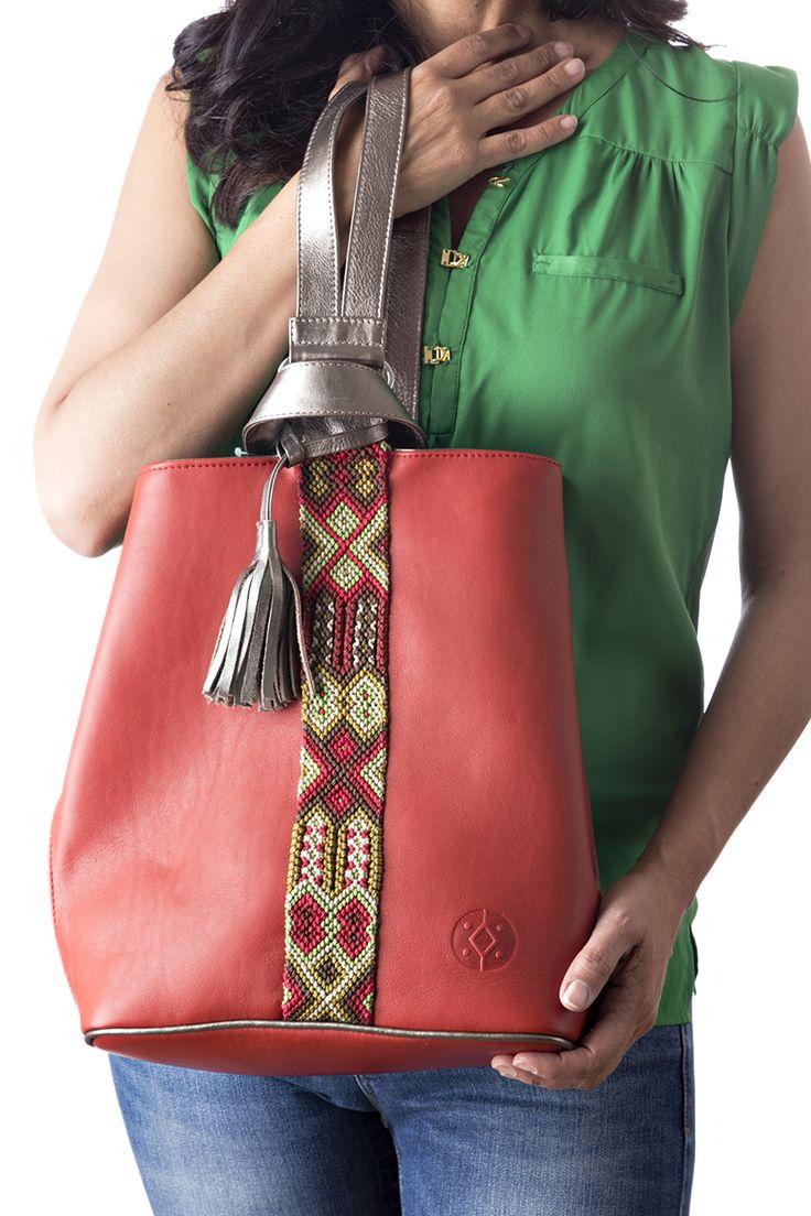 Back Pack de Piel Rojo con Cobre.   Consulta disponibilidad en cristinaorozco.mx