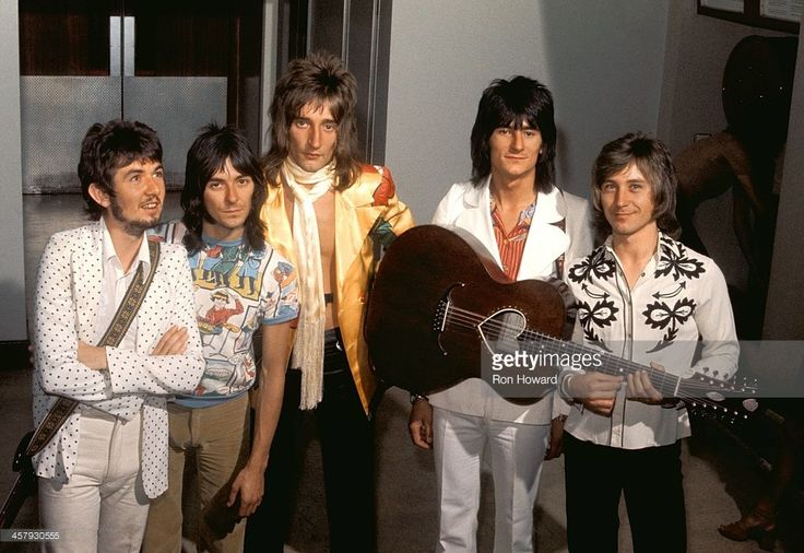English group Faces posed backstage at BBC TV's Top Of The Pops show in 1971. Left to right: Ronnie Lane (1946-1997), Ian McLagan, Rod Stewart, Ronnie Wood and Kenney Jones.