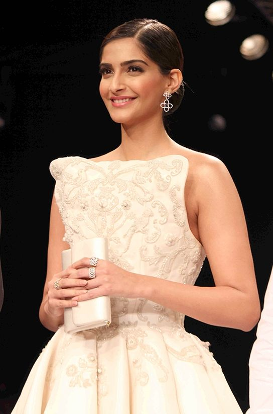Sonam Kapoor at the India International Jewellery Week 2014