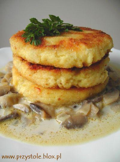 Kotleciki - Polish potato pancakes with mushroom sauce. Recipe in Polish.