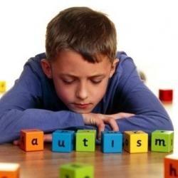 En el día Mundial de Concienciación sobre el Autismo, veamos como mejorar las condiciones de vida de los niños que sufren este trastorno. Una buena manera de empezar es entender...  ¿Qué es el autismo y cuáles son sus síntomas según la edad?