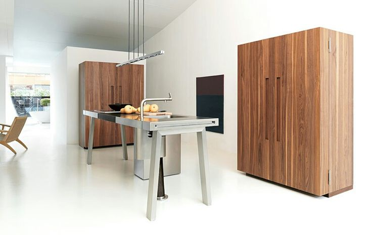 """bulthaup b2is the logical continuation of the kitchen workbench. It defines the """"kitchen workshop"""" in its original meaning - comprising a workbench for the fire and water point; the kitchen tool cabinet for crockery, cooking tools, spices and food; the appliance housing cabinet for the oven, dishwasher and refrigerator. The principle of """"clearing away anything superfluous"""": All that remains is value - the best materials, the best tools, the best raw materials and the best crockery."""