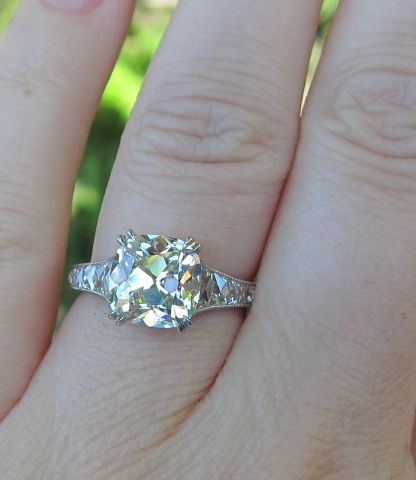 Leon Mege - August Vintage Cushion center with French cuts! 3.04 m ring size 6 7/8 1:1 ratio