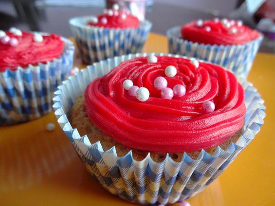 Desayunando ideas: Cupcakes de mora y frosting de regaliz rojo