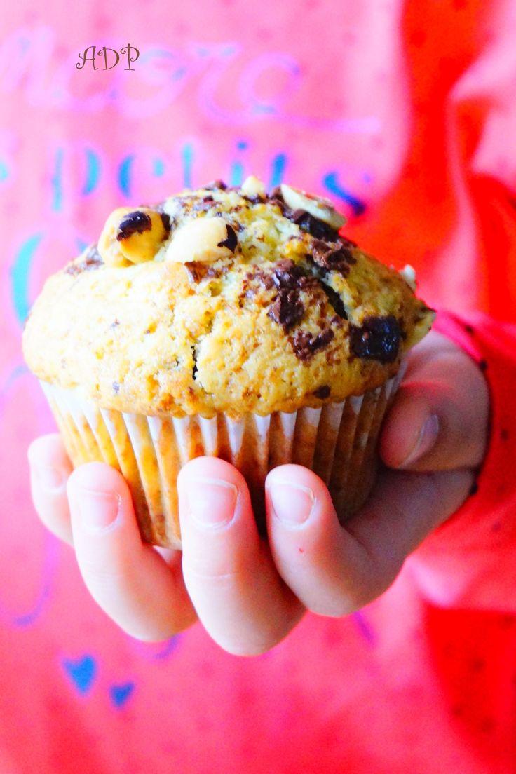 Une recette très simple de muffins super moelleux et délicieusement gourmands de la célèbre cuisinière britanique Nigella Lawso, des muffins aux pépites de chocolat et aux…