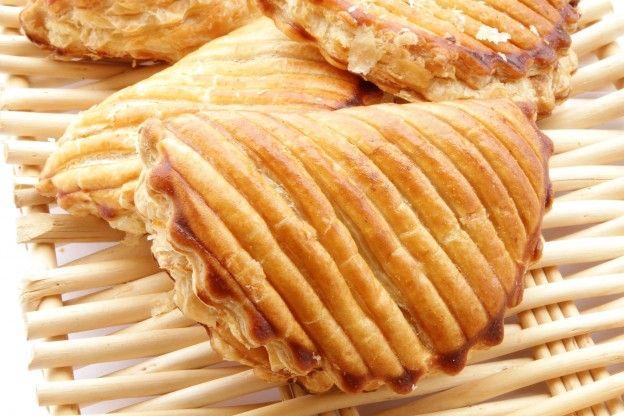 750 grammes vous propose cette recette de cuisine : Chausson aux pommes à la cannelle. Recette notée 3.9/5 par 60 votants et 3 commentaires.