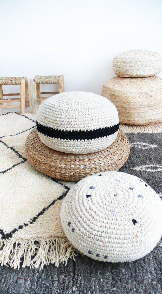 Crochet lana gruesa pouf rayas coloreadas y negro por lacasadecoto