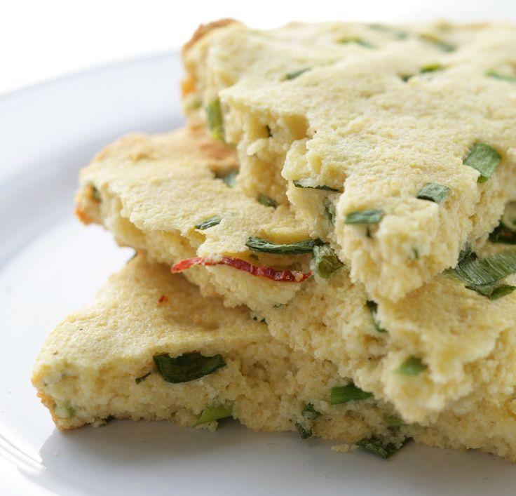 Кукурузный хлеб. Есть этот хлеб нужно теплым и только в день, когда приготовили.