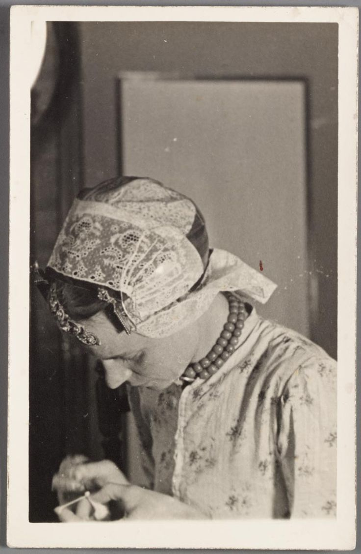 Vrouw in Westfriese klederdracht 1890-1920 #WestFriesland #NoordHolland