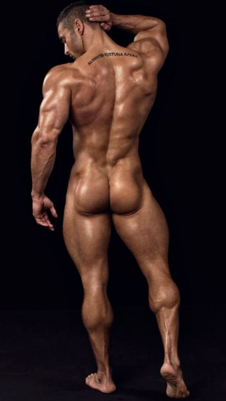 Male bodybuilders posing naked — pic 7