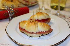 I Cornetti Salati sono dei piccoli croissant, da servire sulla vostra tavola delle Feste, come antipasto. Perfetti da farcire con salumi,Salmone. Bimby