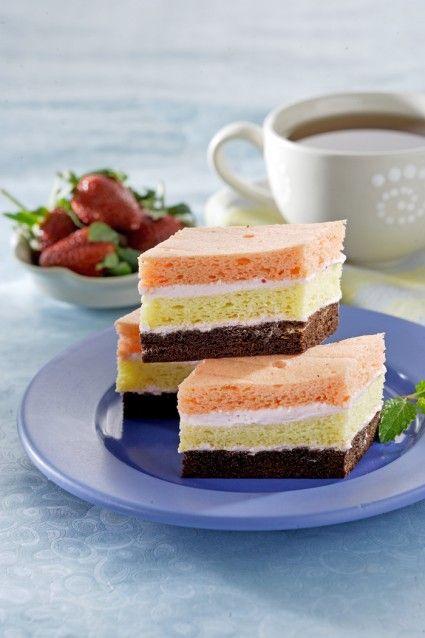 CAKE LAPIS TIGA WARNA Sajian Sedap
