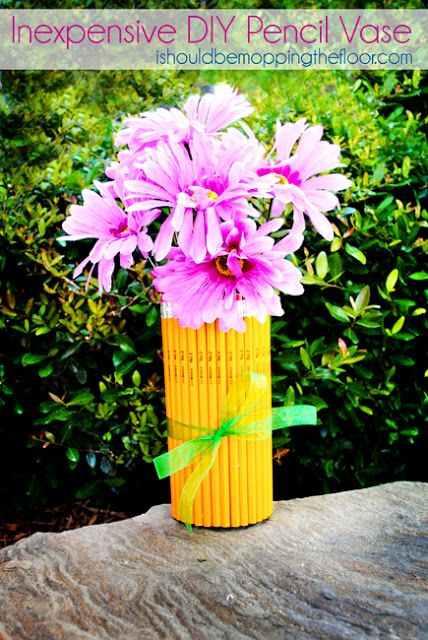 Inexpensive DIY Pencil Vase ~    This is a great gift for Teacher Appreciation Week or for a last day of school gift!    How To @:  http://www.ishouldbemoppingthefloor.com/2012/04/inexpensive-diy-pencil-vase.html