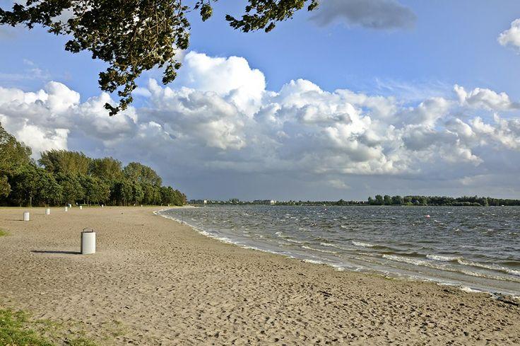 Het Noord Aa strand aan de Zoetermeerse Plas.