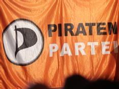 Peinliche Twitter-Kommentare der Piraten-Fraktion beschäftigen heute den Ältestenrat des nordrhein-westfälischen Landtags. Dabei geht es um zwei Vorfälle, die in diesem Monat für Schlagzeilen gesorgt haben: Der Abgeordnete Dietmar Schulz handelte sich in dieser Woche mit einem Kommentar zum Nahost-Konflikt Antisemitismus-Vorwürfe ein. Anfang des Monats sorgte zudem eine Piratin während einer Landtagssitzung via Twitter mit sexuellen Anspielungen und Klagen über Langeweile für Wirbel.