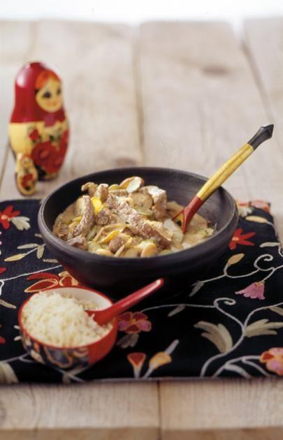 ➥ Ragout aus Filetspitzen vom Rind in einer Sauce mit saurer Sahne, Pilzen und Gewürzgurken. Schritt für Schritt erklärt: Boeuf Stroganoff.