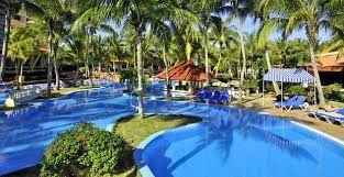 Una de las piscinas del hotel Sol Sirenas Coral