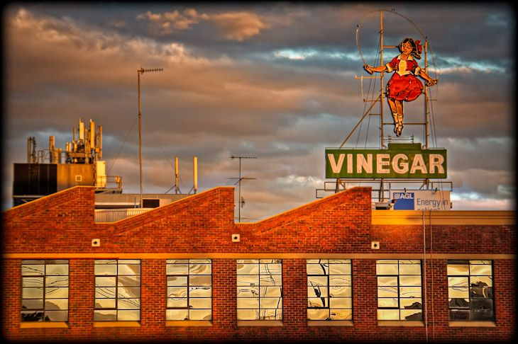 Skipping Girl in Melbourne, iconic image