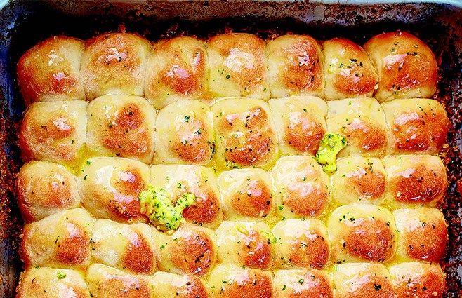 Alle elsker hvidløgsbrød, og min version her tager i den grad stikket hjem…
