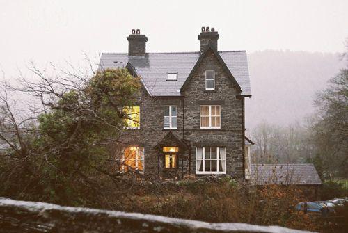 I think I'd like winter more if I lived hereModern House Design, Stones Cottages, Dreams Home, Country Cottages, Little House, Country House, Dreams House, Stones Home, Stones House