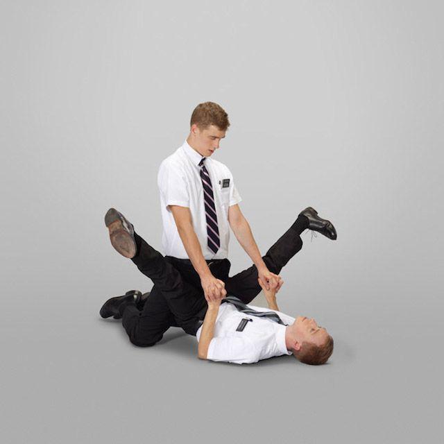 posizioni-sesso-mormoni-missionario-Neil-Dacosta-01