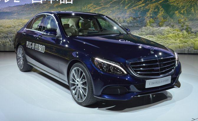 Mercedes C350 PHEV Plugs Into Detroit Auto Show