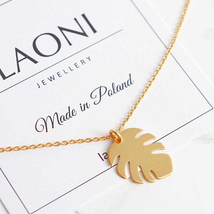 Złota bransoletka z liściem monstery. Zobacz na: https://laoni.pl/zlota-bransoletka-z-lisciem-monstery #biżuteria #monstery #bransoletka #złota #celebrytka